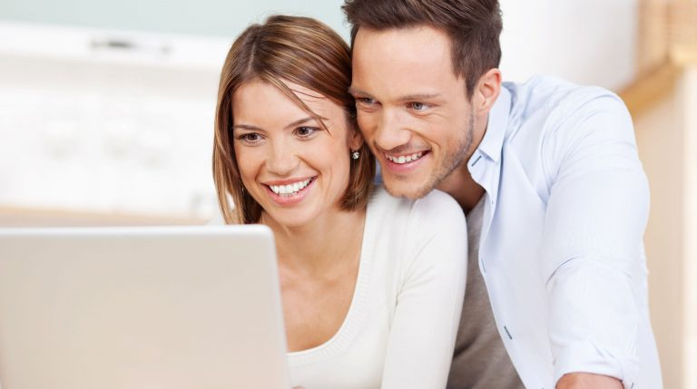 couple-on-computer